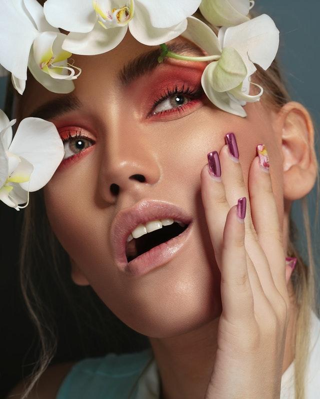 Comment associer maquillage et bijoux camée